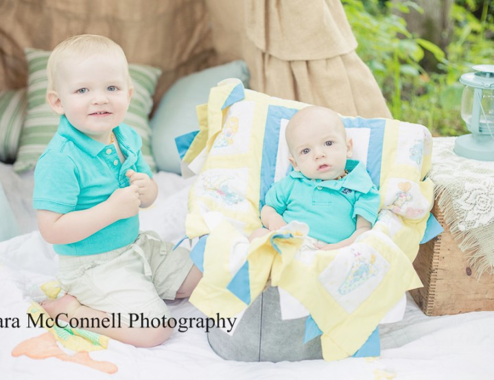 Brotherly love ~ Ottawa Baby Photographer