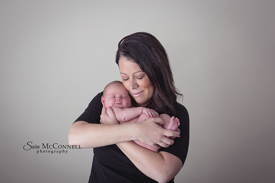 mom and newborn ottawa_newborn_photographers