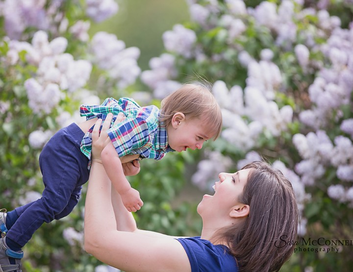 Ottawa Family Photographer | In the lilacs