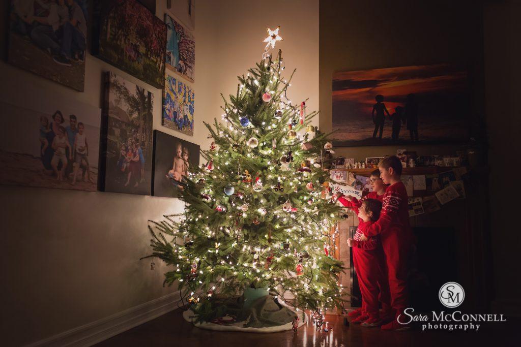 children decorating a christmas tree