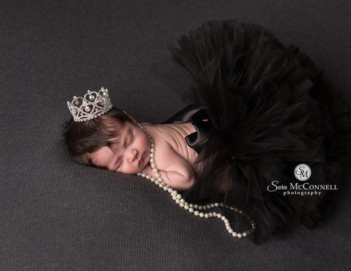 Ottawa Newborn Photographer | From the beach to their arms