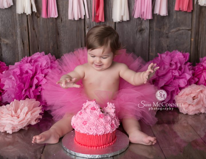 Ottawa Baby Photographer | Cake with her sister
