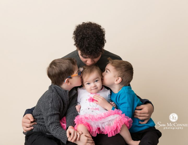 Ottawa Baby Photographer | Birthday with her brothers