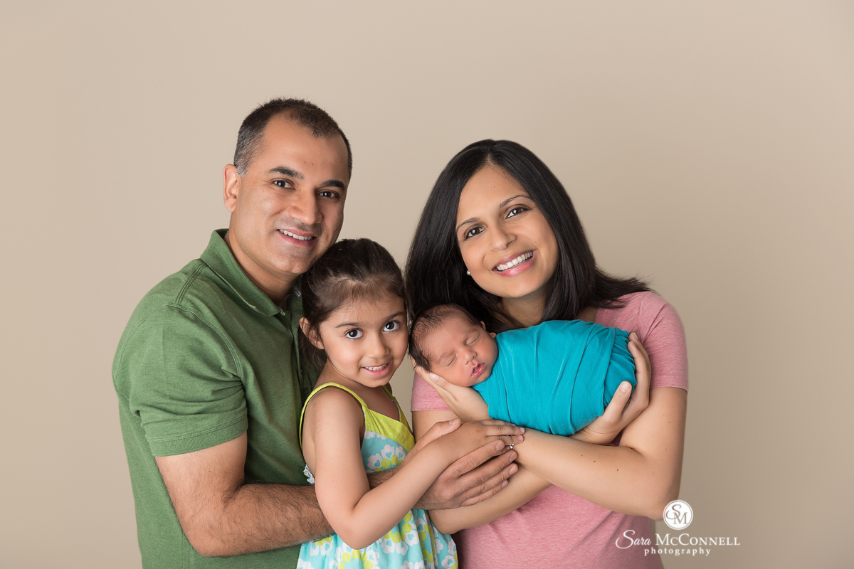 Ottawa Newborn Photo - Family with newborn baby