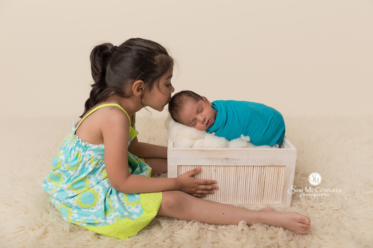 Ottawa Newborn Photo - big sister with newborn baby