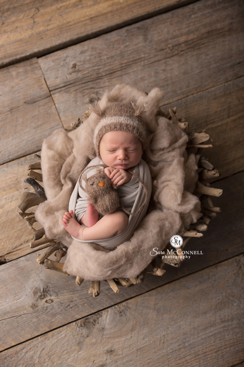 sleeping newborn baby photos by Ottawa photography Sara McConnell