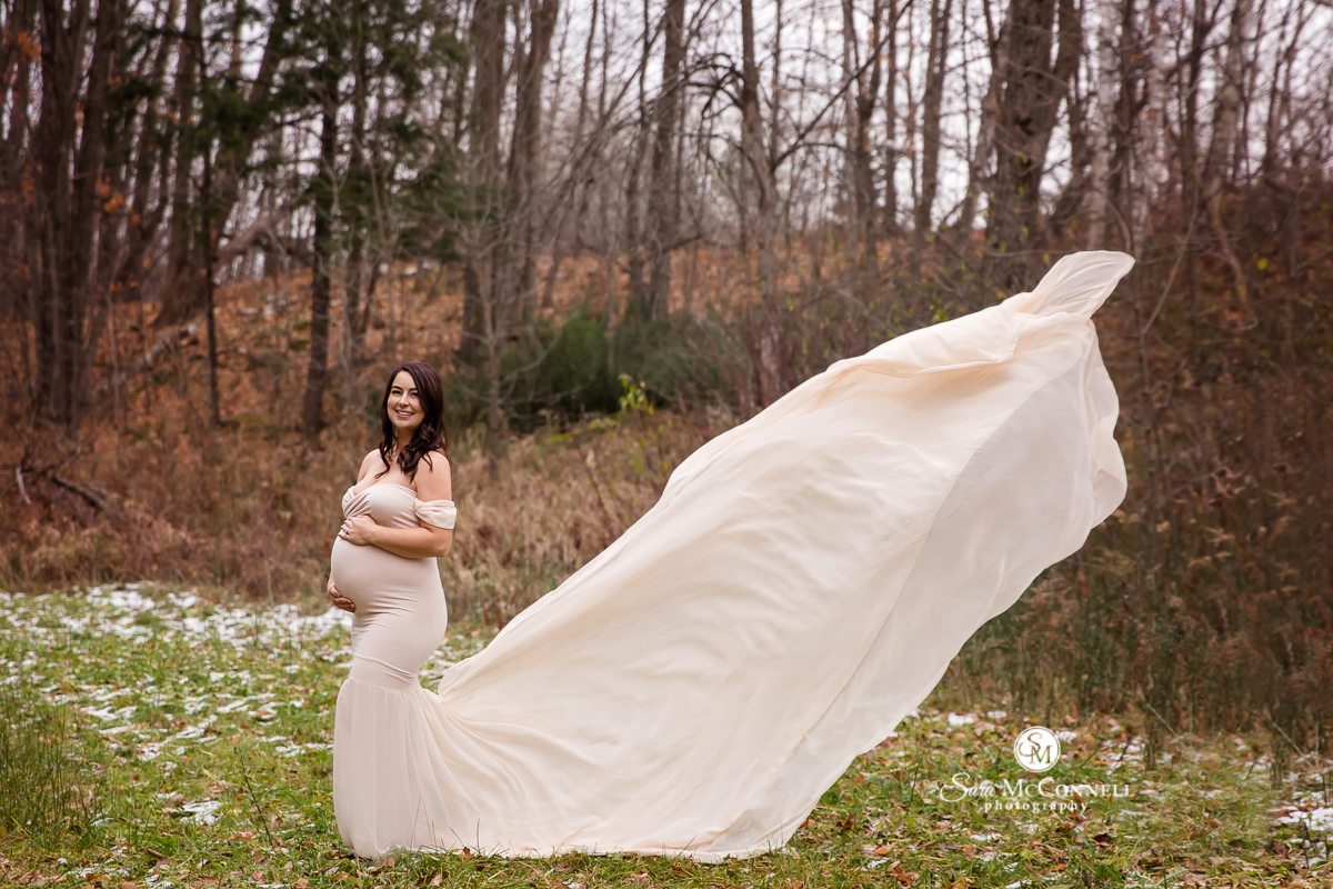 Ottawa Maternity Photos by Sara McConnell Photography