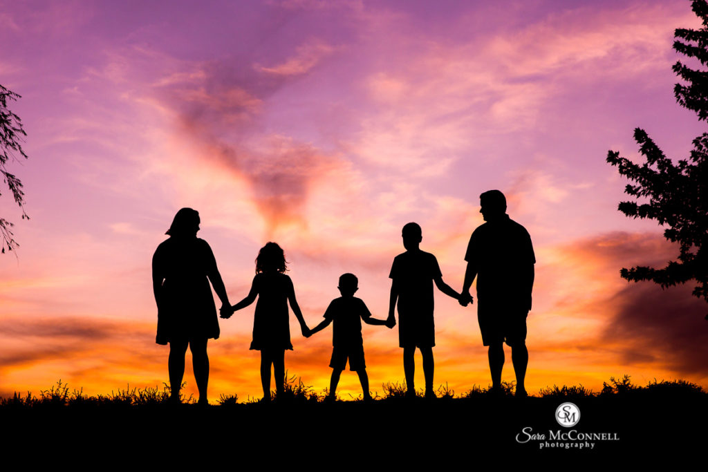 sunset photos family holding hands