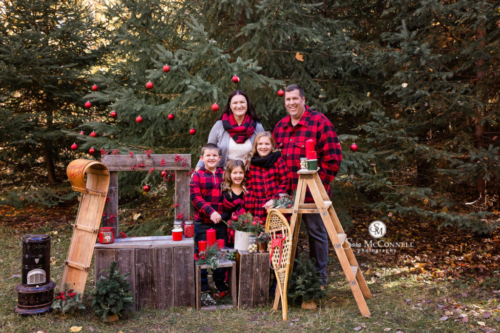 Ottawa outdoor holiday family photo of 5