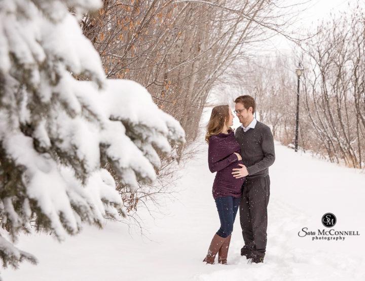 Ottawa Maternity Photographer   Winter Maternity Photos in the Snow
