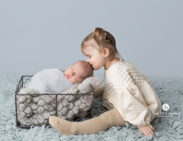 Sweet Big Sister | Ottawa Newborn Photographer